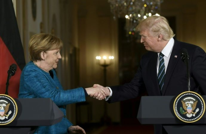 Trump/Merkel: premier contact délicat et divergences flagrantes