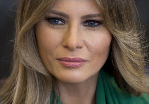 Le «Daily Mail» s'excuse et paie Melania Trump